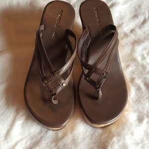 NWOT O'Neill wedges, brown